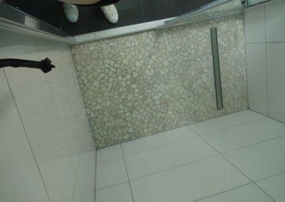 badsanierung mit viel steinmosaik in neuhofen 2