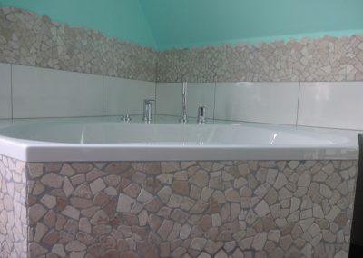Badsanierung mit viel Steinmosaik in Neuhofen