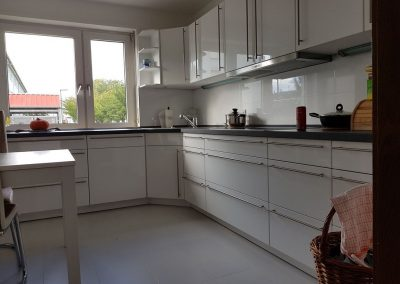 Küchenrenovierung, Fliesen- und Laminatverlegung